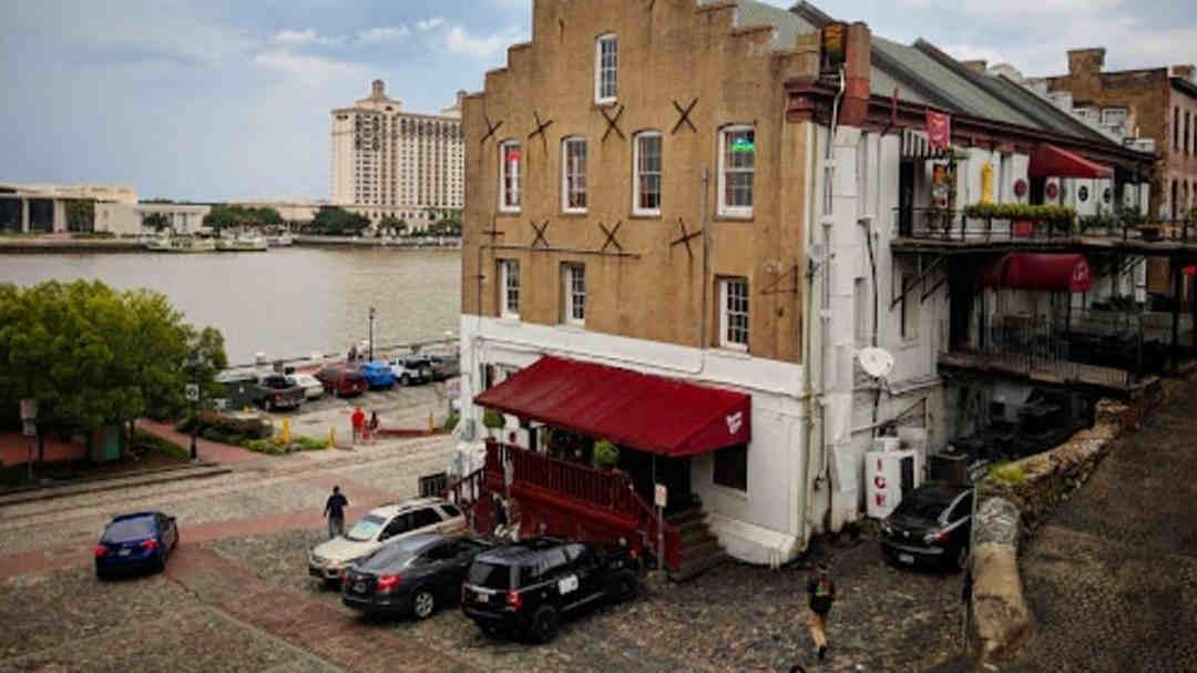 Bayou Cafe - Savannah Georgia Dive Bars - The Savannah Insider
