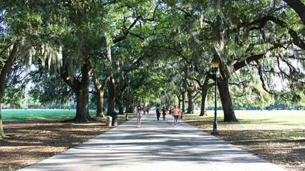 Places you have to see in Savannah - The historic Forsyth Park
